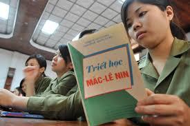 Giảng đường đại học Việt Nam cưỡng ép sinh viên phải thần phục chủ nghĩa Mac-Lenin