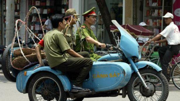 Xã hội Việt Nam đang trong một quá trình chuyển đổi, với nhiều giá trị, chuẩn mực đang được thiết lập hoặc tái sắp xếp.
