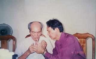 Nhà Xô Viết học Nguyễn Kiến Giang (trái) và tác giả (Ảnh chụp năm 2003)