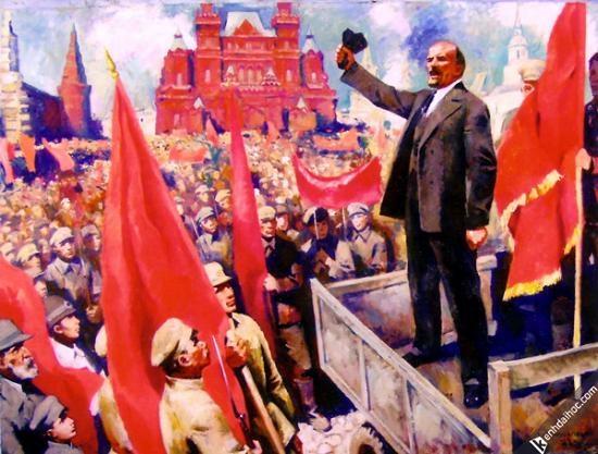 V.I.Lênin đọc diễn văn tại Quảng trường đỏ ở Mátxcơva trước các đơn vị tham gia khóa huấn luyện quân sự toàn dân ngày 25/5/1919.