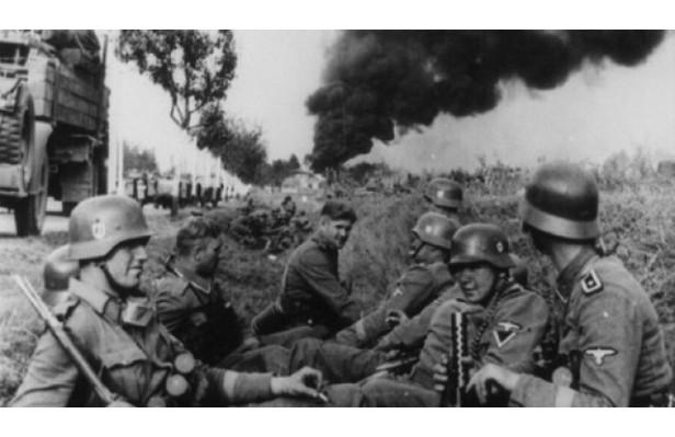 Ngày 01/09/1939 – Đức Quốc xã bấtNgày 01/09/1939 – Đức Quốc xã bất ngờ tấn công Ba Lan